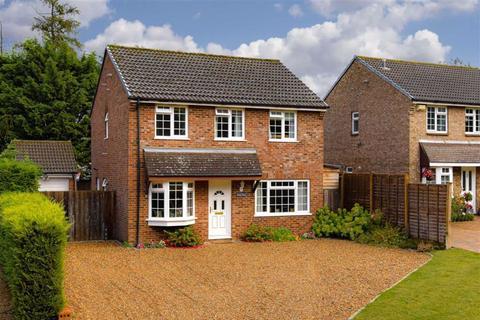 4 bedroom detached house for sale - Hatherwood, Leatherhead, Surrey