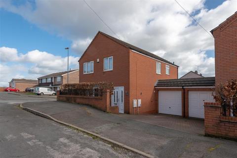 3 bedroom detached house for sale - Cobden Close, Hednesford, WS12 4EJ