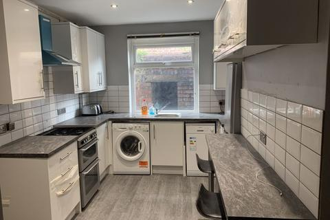 6 bedroom house to rent - Lombard Grove, Manchester