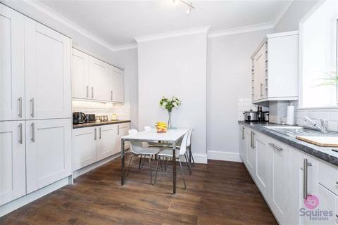 3 bedroom flat for sale - Bellevue Road, Friern Barnet, London, N11