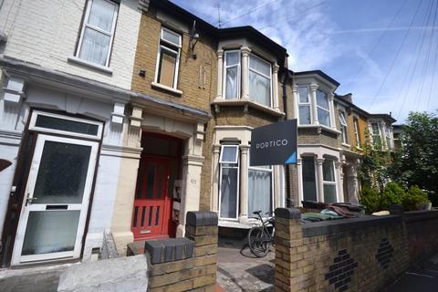 2 bedroom flat to rent - Warren Road, Leyton, E10