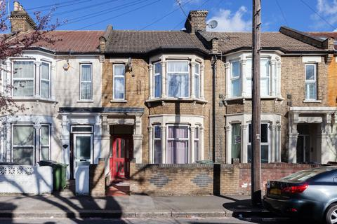 2 bedroom flat to rent - Warren Road, Leyton, E10