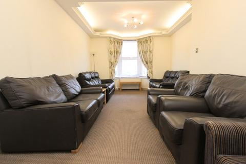3 bedroom terraced house to rent - Clinton Road, Haringey