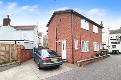 2 bedroom semi-detached house for sale - West Street, Great Yarmouth