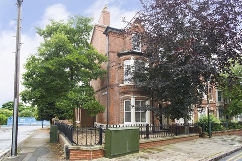 8 bedroom end of terrace house to rent - Burns Street, Arboretum