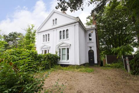 8 bedroom semi-detached house to rent - Forest Road East, Nottingham
