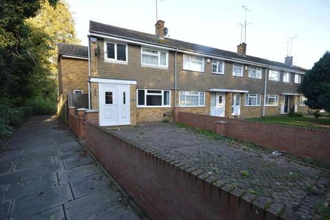 4 bedroom end of terrace house for sale - Loftus Close, Luton