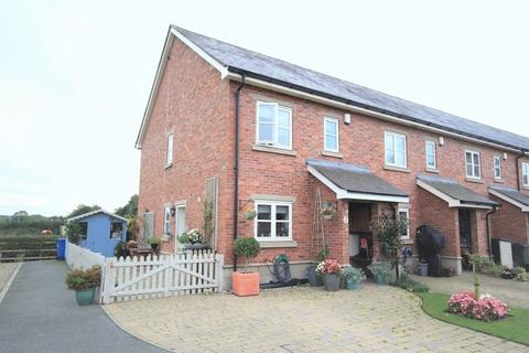 3 bedroom end of terrace house for sale - Church Road, Worthenbury