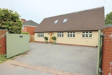 4 bedroom detached house for sale - New Close Avenue, Forsbrook, ST11 9DN