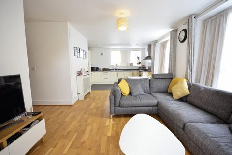 2 bedroom apartment for sale - High Road, N15