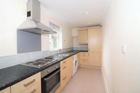 2 bedroom flat to rent - West Byfleet, Surrey
