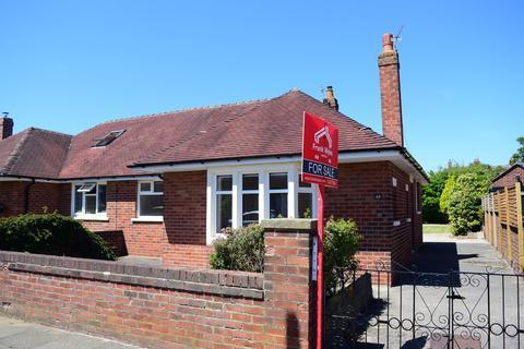 2 bedroom semi-detached bungalow for sale - Warwick Road, Lytham St Annes, FY8