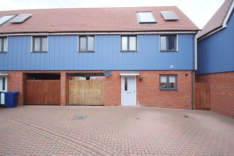 4 bedroom semi-detached house for sale - Anglia Way, South Ockendon, RM15