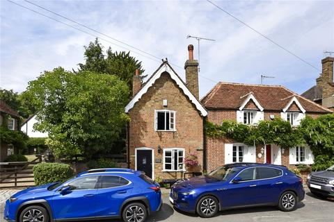3 bedroom semi-detached house to rent - Village Road, Denham, Buckinghamshire, UB9
