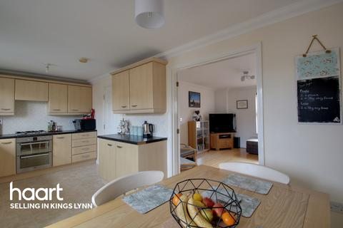 3 bedroom townhouse for sale - Tyrrell Crescent, South Wootton