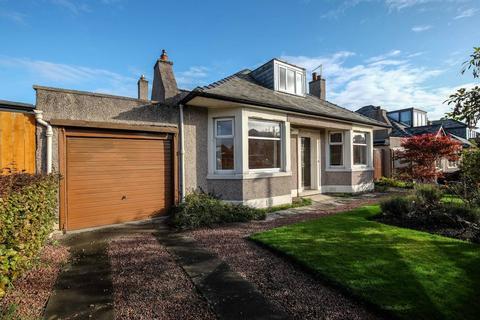 4 bedroom detached bungalow for sale - 32 Belford Gardens, Ravelston, EH4 3EW