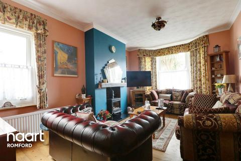 3 bedroom detached house for sale - Carlisle Road, Romford