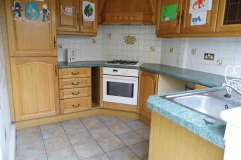 3 bedroom semi-detached house to rent - Northolt Way, Hornchurch RM12