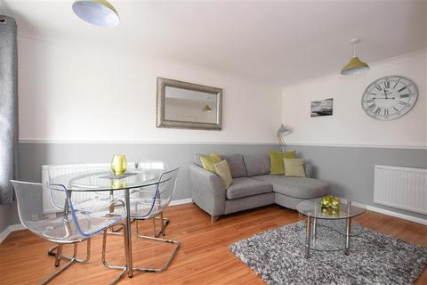 2 bedroom flat for sale - Lake Drive, Peacehaven, East Sussex