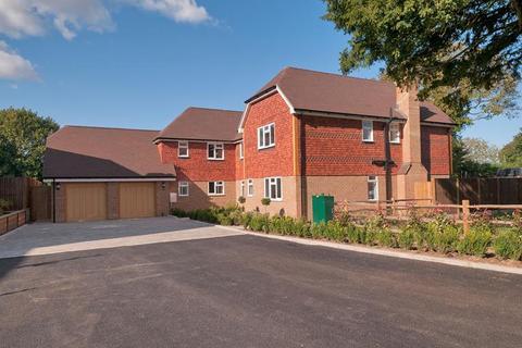 5 bedroom detached house for sale - Blacksmith Court, Bredhurst, Kent, ME7 3JY