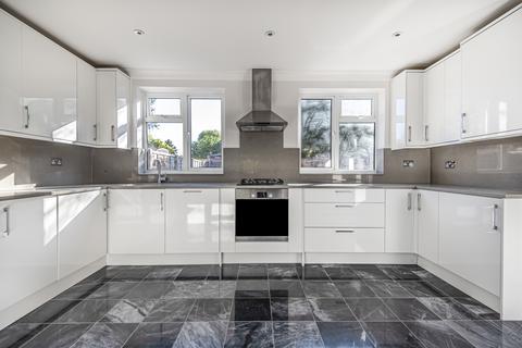3 bedroom semi-detached house to rent - Middle Park Avenue London SE9