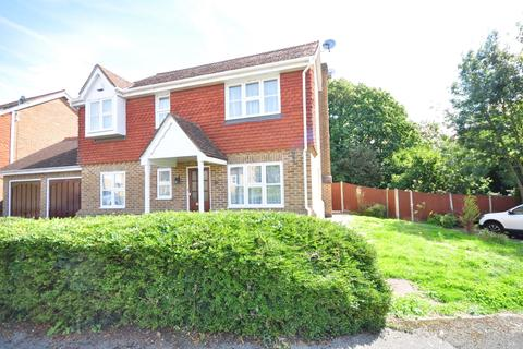 4 bedroom detached house to rent - Coltsfoot Drive Weavering ME14