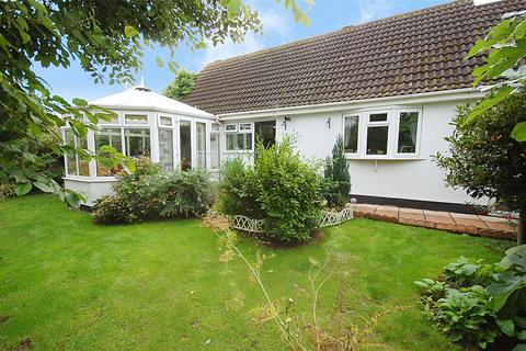 2 bedroom bungalow for sale - Inchbonnie Road, South Woodham Ferrers, Chelmsford, Essex, CM3
