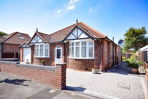 3 bedroom detached bungalow for sale - Malvern Avenue, Gatley, Cheadle