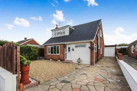3 bedroom bungalow for sale - Elswick Place, Lytham St. Annes, Lancashire, FY8