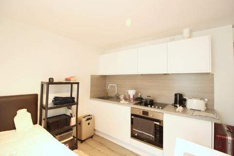Studio to rent - Buckingham Place