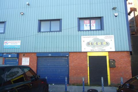 Property to rent - Bury New Road, Cheetham Hill