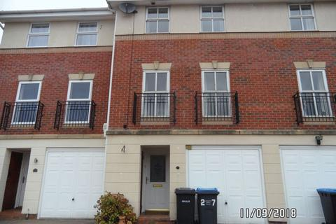 3 bedroom terraced house for sale - Coales Gardens, Market Harborough