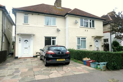 3 bedroom semi-detached house to rent - Ruskin Avenue, Feltham