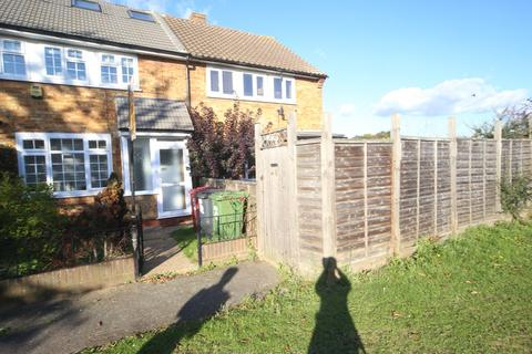 3 bedroom end of terrace house for sale - Cockett Road, Slough, SL3