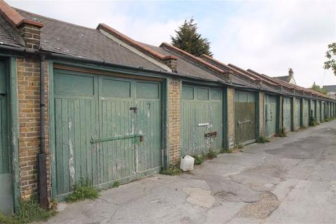 Garage to rent - Ilfracombe Road, Southend On Sea, Essex