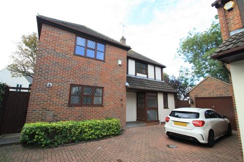 4 bedroom detached house to rent - Badgers Close, Westcliff-On-Sea