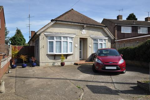 3 bedroom detached bungalow for sale - Baddow Hall Crescent, Great Baddow, Chelmsford, CM2
