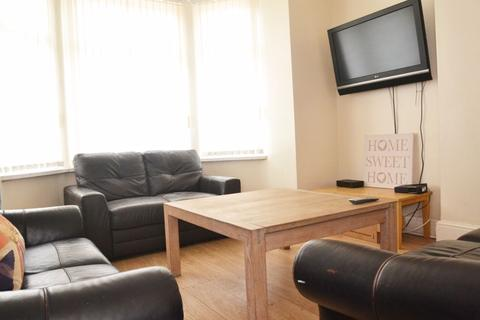 8 bedroom house to rent - Booth Avenue