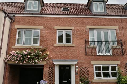 4 bedroom townhouse for sale - Collingsway, Darlington
