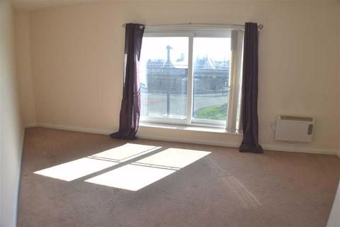 3 bedroom flat to rent - Alnwick House, North Shields