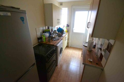 4 bedroom semi-detached house to rent - Addington Road, Reading