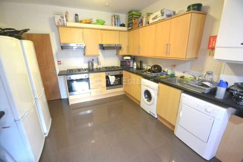 7 bedroom end of terrace house to rent - Addington Road, Reading