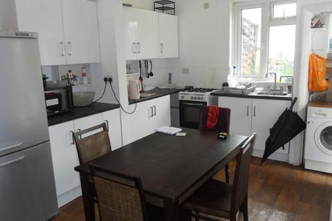 3 bedroom flat to rent - 26a Village Way East, HA2