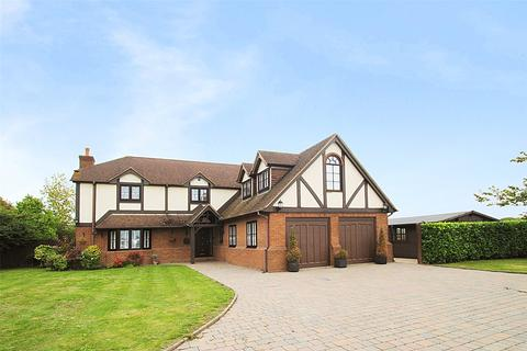 5 bedroom detached house for sale - Evergreens, North Road, South Ockendon, Essex, RM15