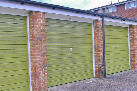 Garage to rent - Grand Avenue, Worthing, BN11