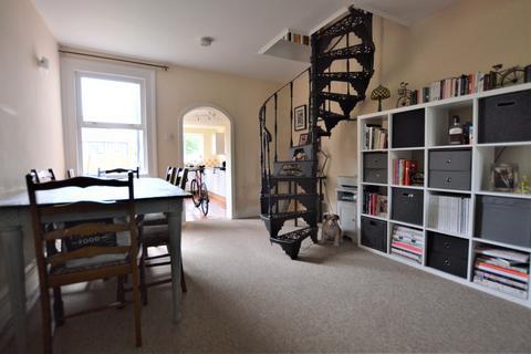 2 bedroom semi-detached house to rent - Epsom