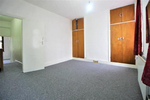 3 bedroom terraced house for sale - Kempton Road  E6