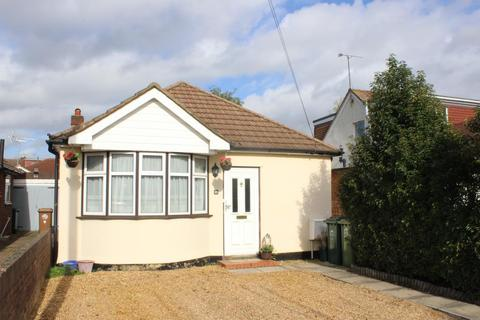 4 bedroom detached bungalow for sale - Junction Road, Ashford, Middlesex, TW15