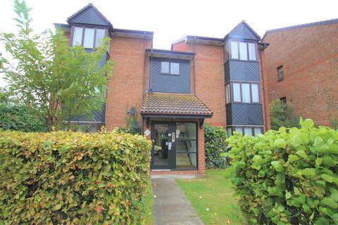 Studio to rent - Hawthorne Crescent, WEST DRAYTON, Greater London