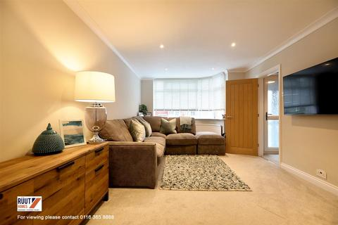 3 bedroom semi-detached house for sale - 2 Stapplehurst Avenue, Branstone Town, LE3 2UX